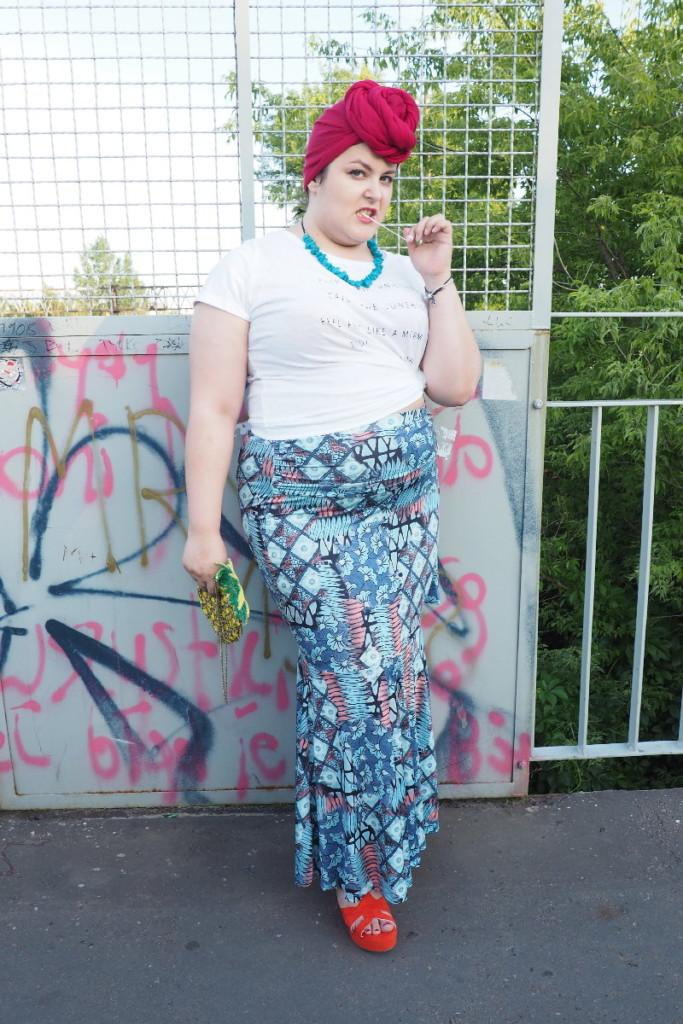 moda plus size - street style pełna sylwetka