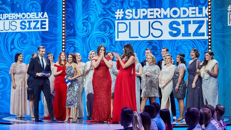 supermodelka plus size - wszystkie dziewczyny na scenie